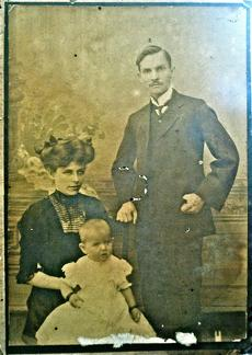 Marie Metcalfe (nee Ross) with her parents