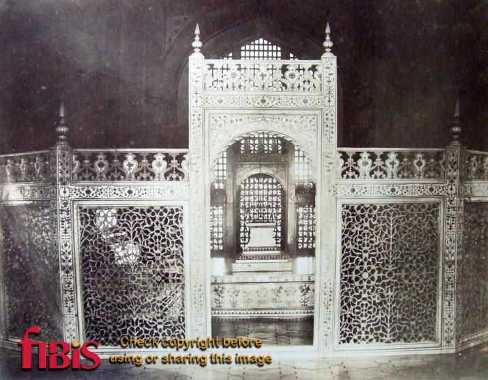 Carved marble screen inside the Taj surrounding the Tomb.jpg
