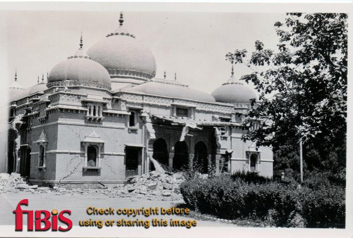 Quetta_Sandeman_Hall_after_earthquake.jpg