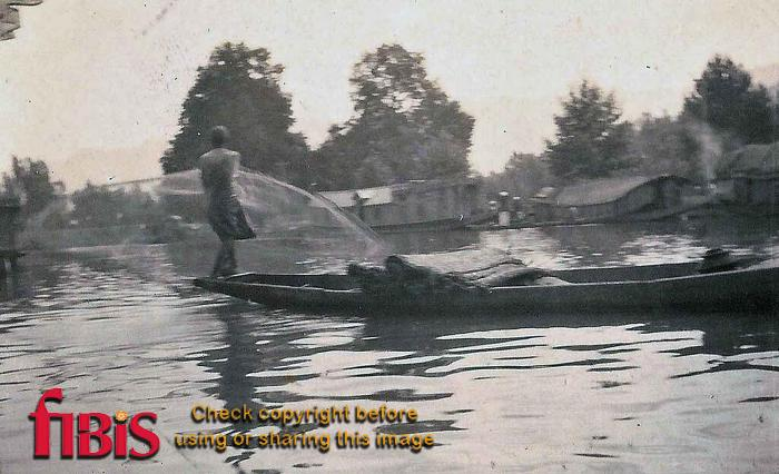 Catching fish Dal Lake, Kashmir 1920.jpg