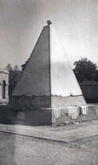 Monument to General Jacob's charger Messenger, Jacobabad, Jan 1936