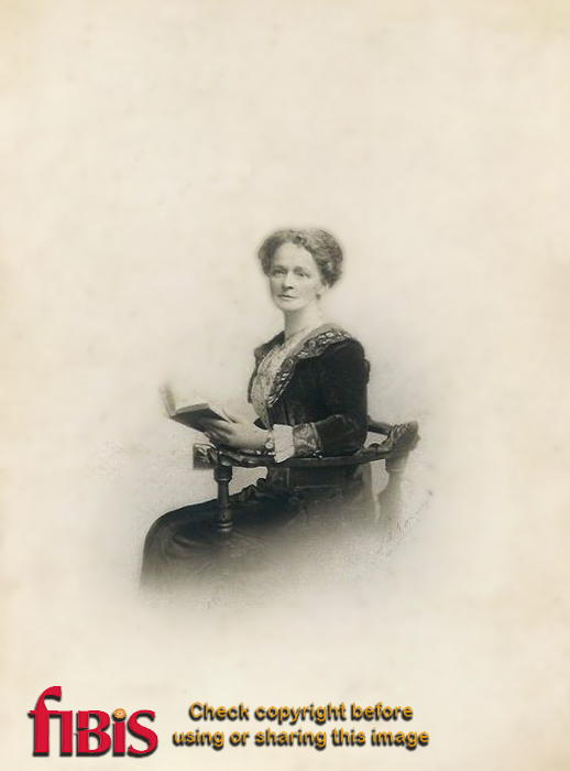 Emma Owen (Heron) nee Lawrence in 1914