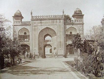 Entrance to Mausoleum of Prince Itamadu-Daulah, Agra
